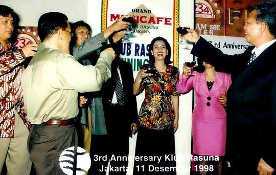 """Bisnis Cafe """"Musicafe"""""""