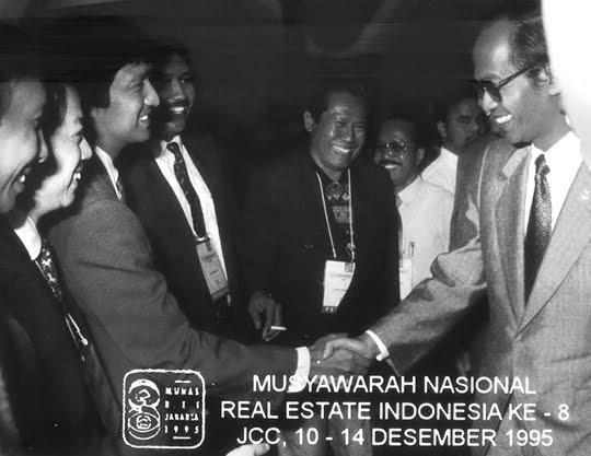 Ikang Fawzi saat Munas REI, bersama Meneg LH saat Itu Sarwono Kusumaatmaja