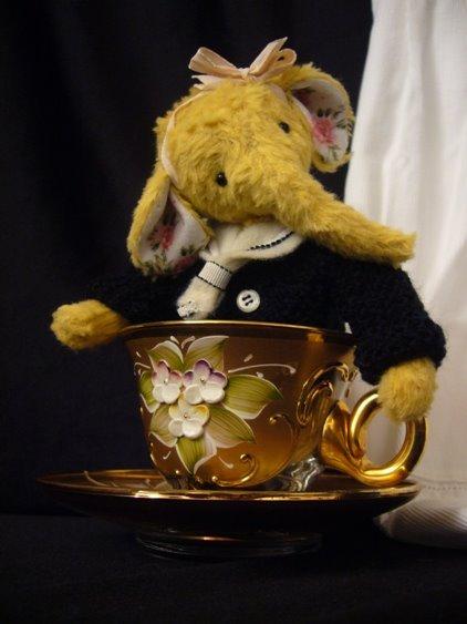 Helly teacup