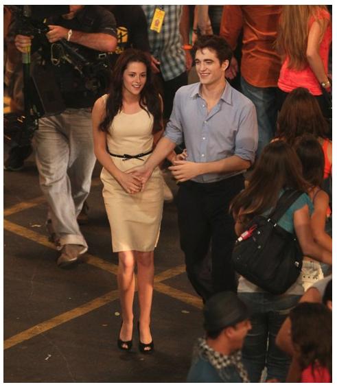 Robert Pattinson Talks Romance, Breaking Dawn Honeymoon ...