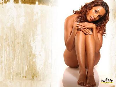 Top Sexy Bollywood Actress Pictures, Bikini Photos & Hot Wallpapers