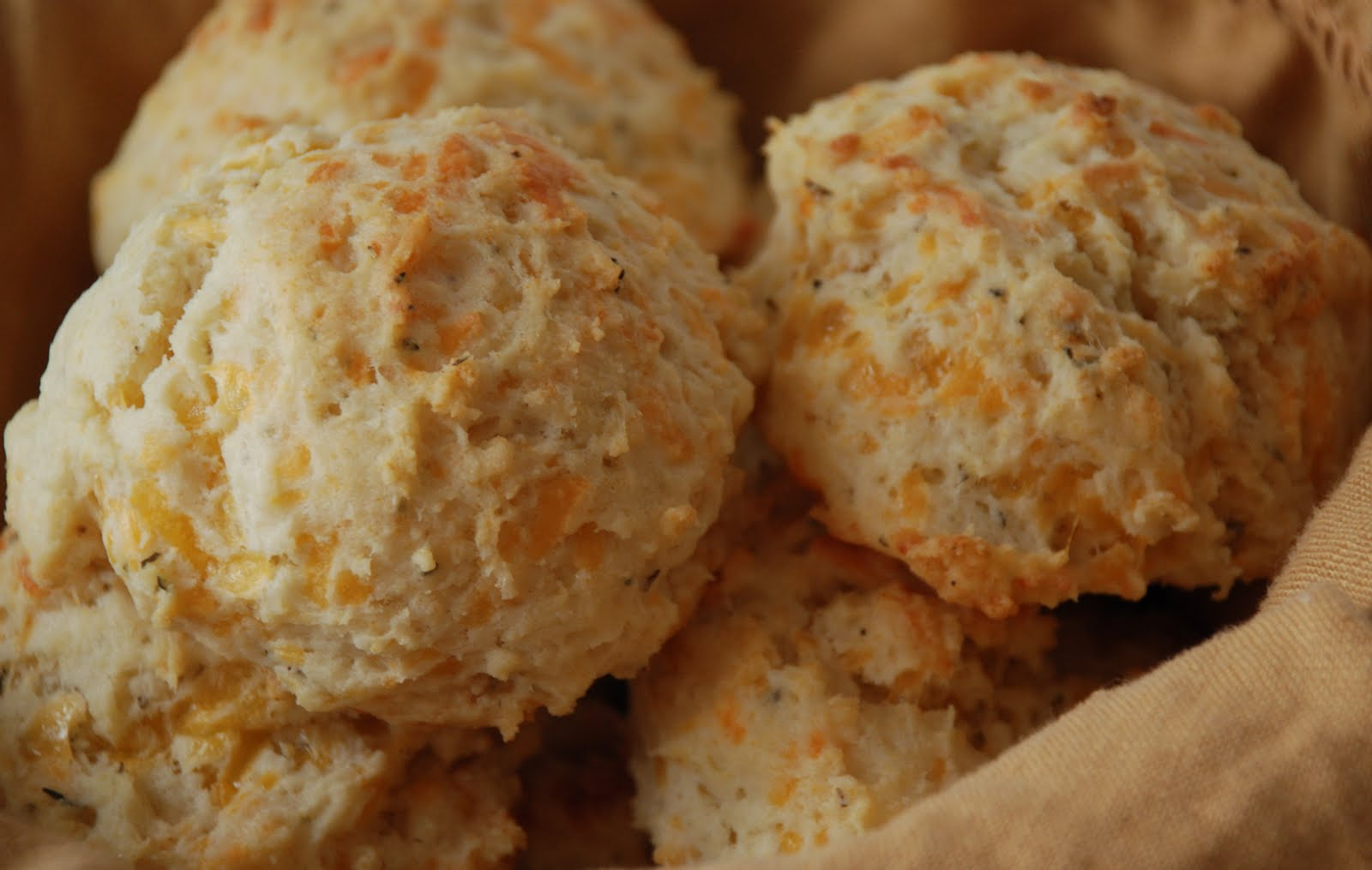 carolynn's recipe box: Jiffy Cheese Biscuits