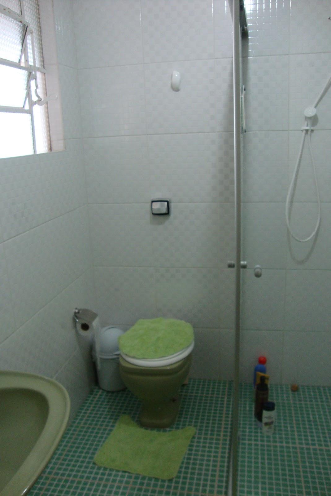 box é de canto de vidro transparente na foto só aparecem os  #61714C 1069x1600 Banheiro Com Box De Canto