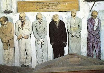 http://4.bp.blogspot.com/_8JMgjANXp6M/TLBv6j53mvI/AAAAAAAAC2c/nQZAGLw47NU/s400/catacombs_16.jpg