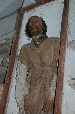 http://4.bp.blogspot.com/_8JMgjANXp6M/TLBxAkrjQfI/AAAAAAAAC4E/BSWl7xCDplE/s400/catacombs_5.jpg