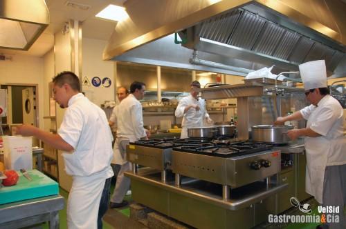 Gerencia de alimentos y bebidas departamentos de un for Menaje de cocina para restaurante