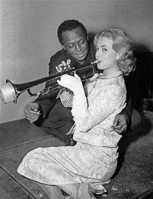 Miles Davis e Jeanne Moreau - Clique aqui para baixar a tilha do filme Ascensor para o Cadafalso!