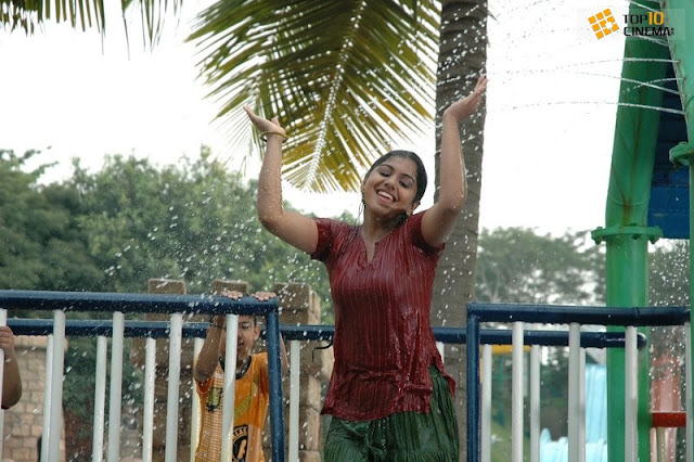  Mallu Hot Meera Nandan Bathing