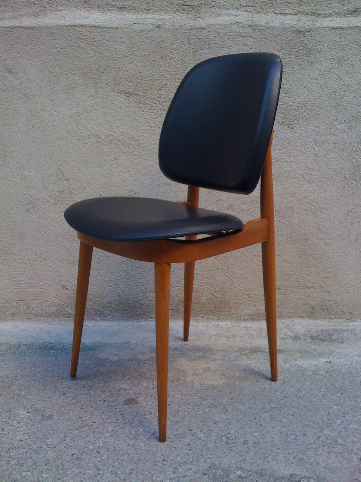 Baos chaise de salle manger pierre guariche ann es 60 for Salle a manger annee 70