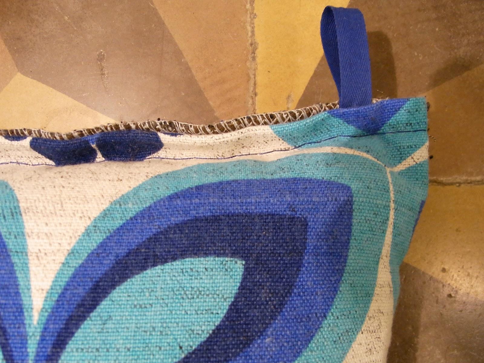 baos coussins 35 x 35 cm tissu motifs vintage 50. Black Bedroom Furniture Sets. Home Design Ideas