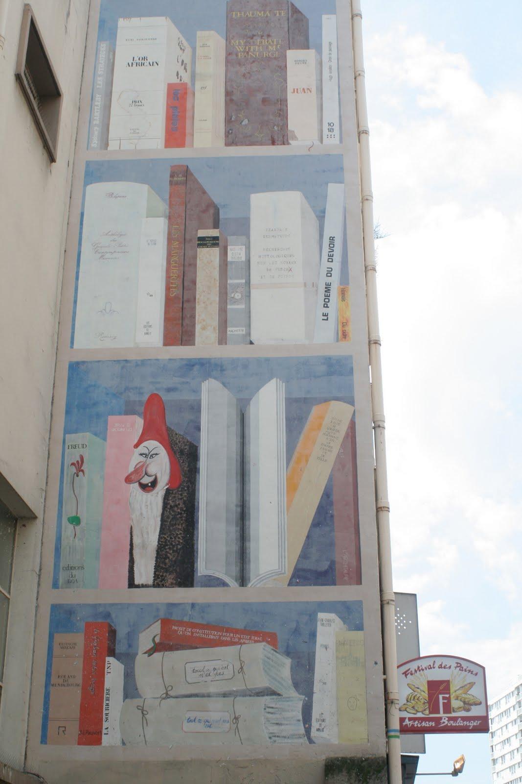 Bibliotheek van imaginaire boeken een muur in parijs - Muur bibliotheek ...