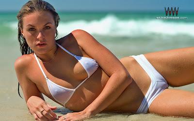 http://4.bp.blogspot.com/_8KsqfrmHJBM/Sbd2OQyFnKI/AAAAAAAAAYE/PrernHIFYjI/s400/lavinia_Bikini-Wallpaper.jpg