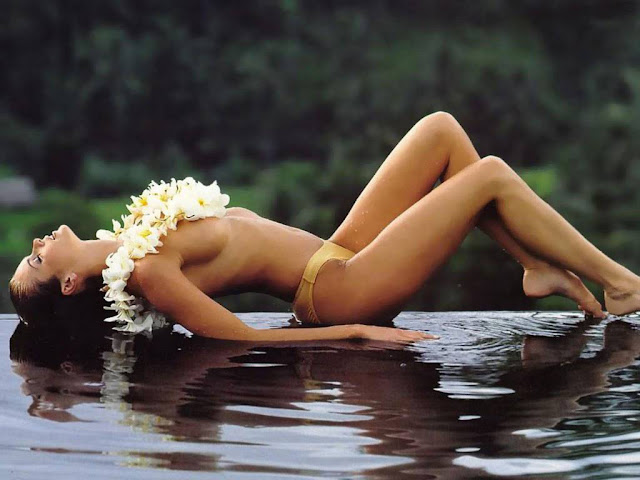 Hot Beach Bikini Wallpaper
