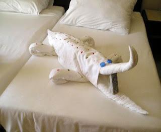 துவாய் சிற்பங்கள்  Cool+animal+towel+sculpture6