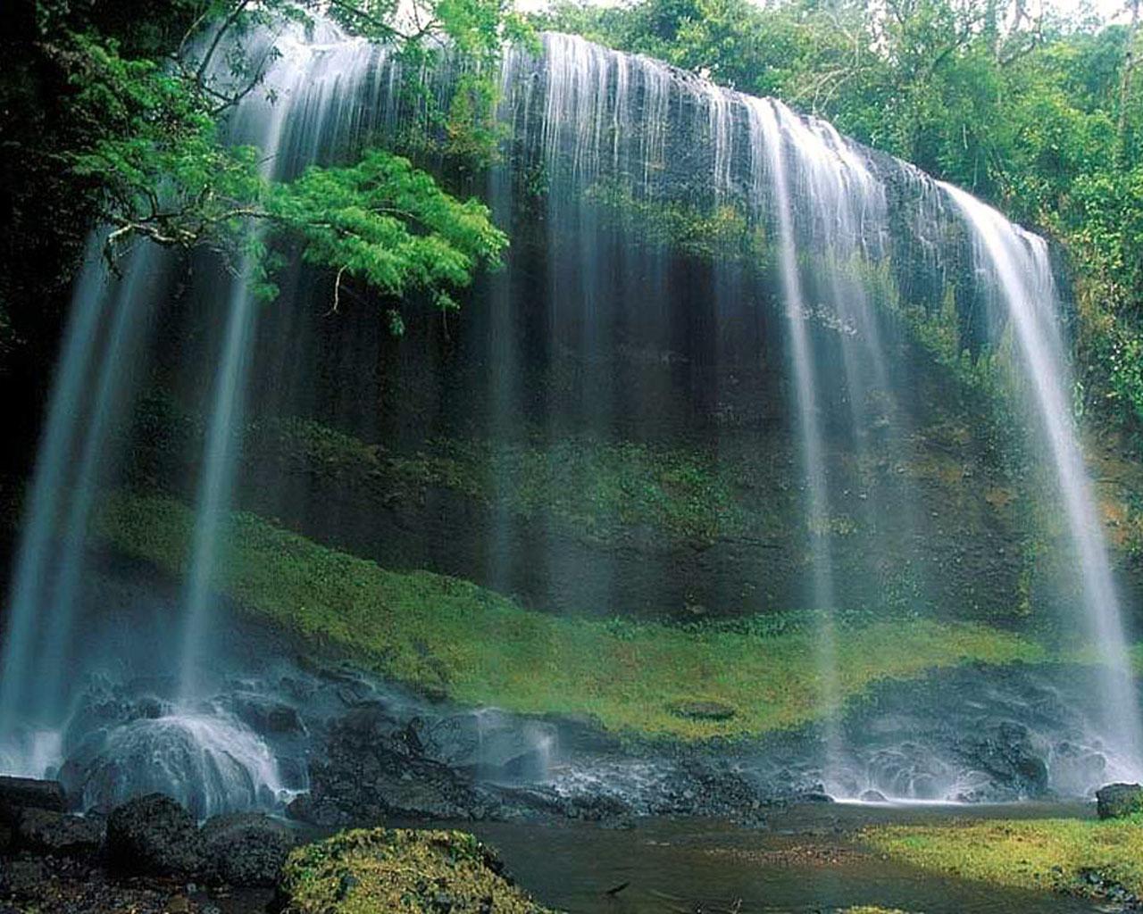 ... constante ritmo agua agua agua siempre quieta y en eterno movimiento