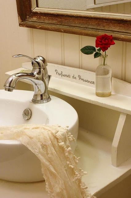 Baño Estilo Romantico:Un baño mini de estilo romántico