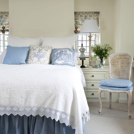 http://4.bp.blogspot.com/_8NQrGDOR4NM/TIC5qXc8bqI/AAAAAAAAEaE/6Wxowp5wqow/s1600/French-style-bedroom.jpg