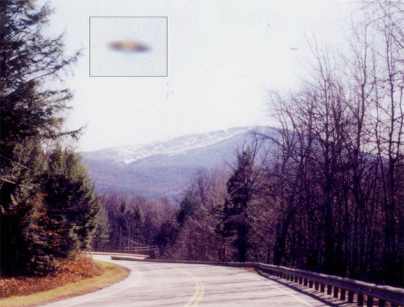 [UFO-December-2003-Southeast-Vermont-USA.jpg]