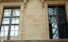 fenêtre dans la cour carrée( louvre)