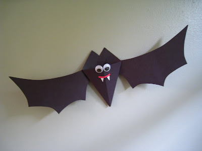 halloween craft for kid: paper bats