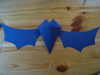 4 Crazy Kings: Halloween Craft: Paper Bats