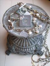 Läckra smycken med budskap av Erika Tubbin...