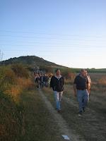 Cuesta de Olarizu con romeros
