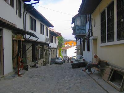 monasterio bachkovo fuente platanos bulgaria
