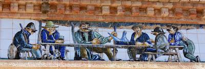 Detalle de la decoración del Celler Cooperatiu de Pinell de Brai