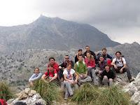 Grup amb el Puig Major de fons just en el camí que ens durà al Pas Llis