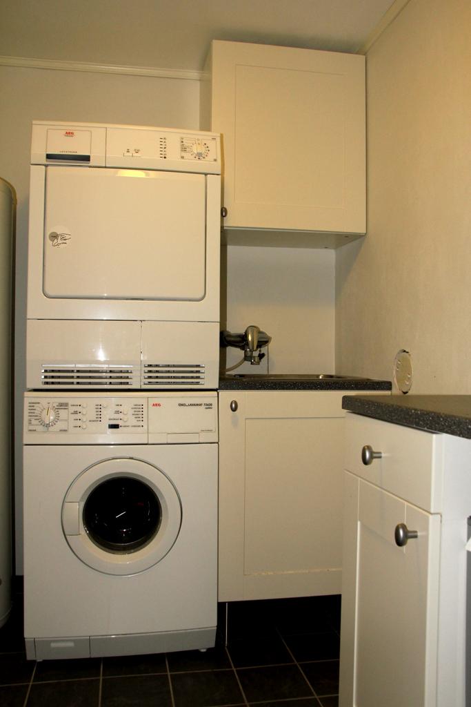 Vaskemaskin og tørketrommel oppå hverandre