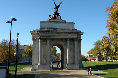 Wellington Arch (from right in front)