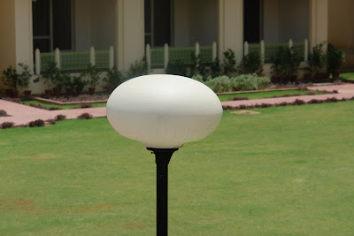 Lamp post shaped like an egg