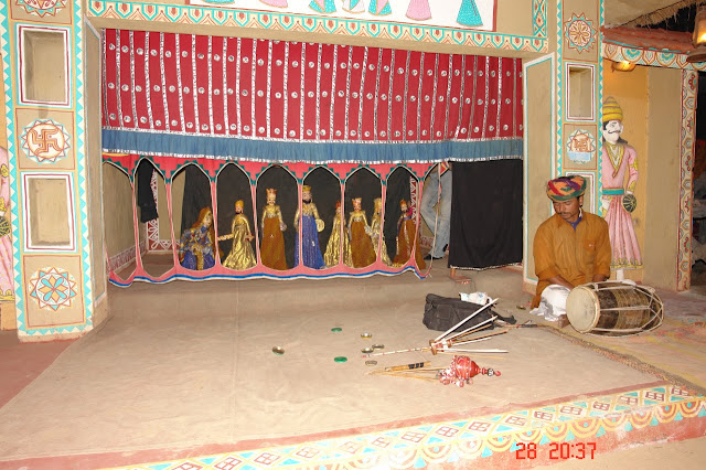 Artist performing a pupper show in the tourist village of chokhi dhani in Jaipur, Rajasthan, India