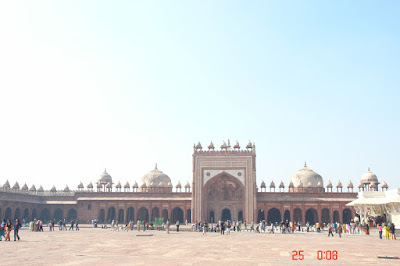 The vast central open square in Fatehpur Sikri