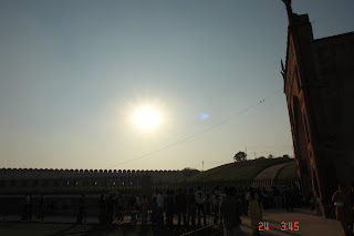 Photo of Harsh sun in daytime over Agra Fort