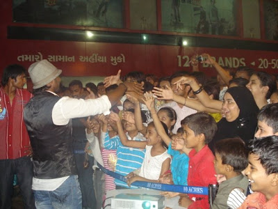 Remo Dsouza fan following - greeting fans