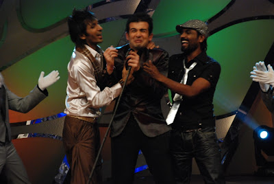 Terence and Remo kissing Jay on the sets of Dance India Dance on Zee TV