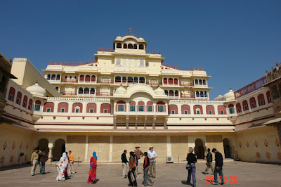 Photos of tourists and courtyard in the Jaipur City Palace