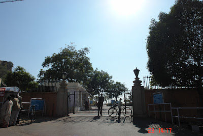 The closed entrance to the Birla Temple in Jaipur