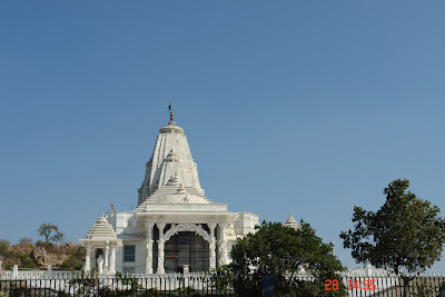 View of the Jaipur Birla Mandir and its shuttered door