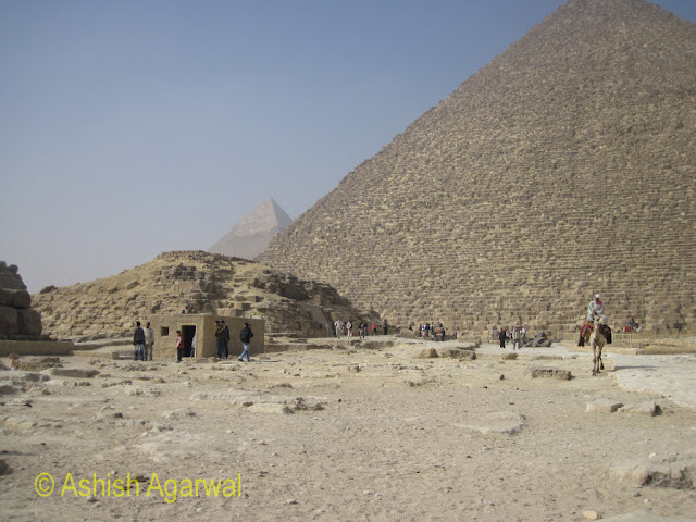 Cairo Pyramid - Small structures (tombs and others) next to the Great Pyramid
