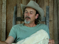 Bucky Baxter, en el porche de los Three Tree Studios