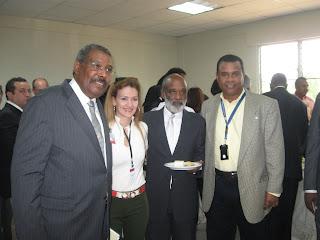 Junto al presidente Rene Preval y el Primer Ministro de Haiti