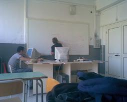 Questa è la nostra prof di matematica che spiegha.....e Foderaro Dorme......