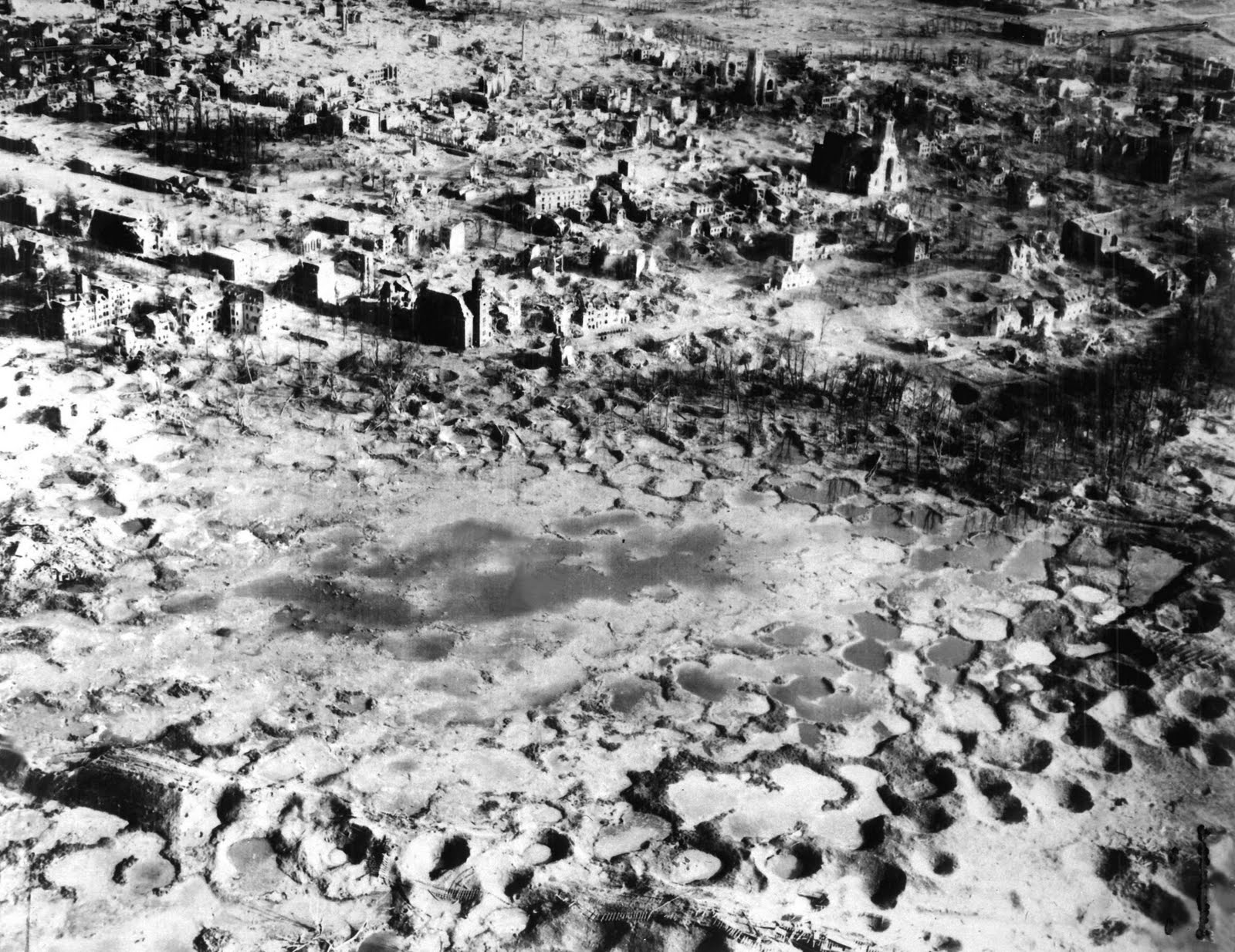 hiroshima and nagasaki bombings Using extensive interviews with survivors and archival footage, an examination reveals the aftermath of the atomic bombing of hiroshima and nagasaki.