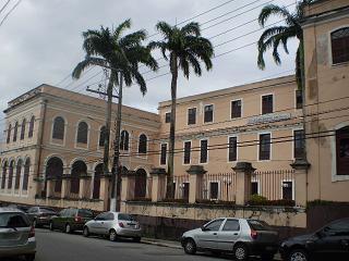 Vista externa do Colégio na Rua Gaspar Viana
