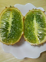 食べ方のわからない奇妙な果物キワノ フルーツ食べた感想。その2。