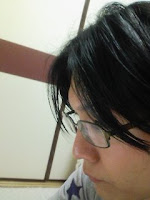 髪の毛を切って前髪も黒く染め直した。