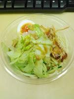 チキン&玉子のパスタサラダ(こがし醤油ドレッシング付)325kcalの巻。